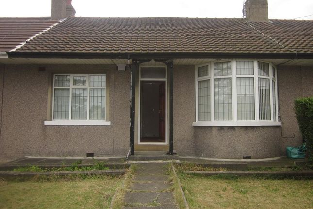 Thumbnail Bungalow to rent in Hawes Mount, Bradford