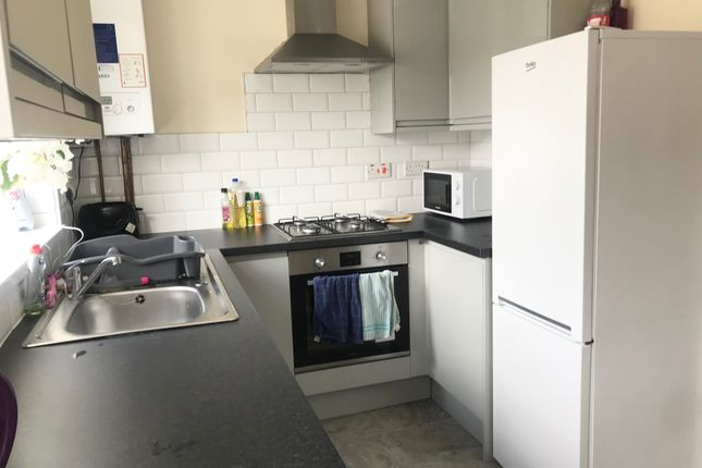 2 bed flat to rent in 111B Western Street, Swansea SA11
