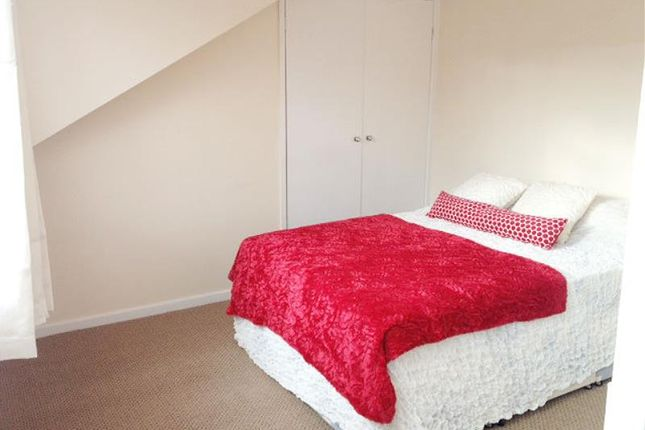 Thumbnail Property to rent in Glebe Avenue, Kirkstall, Leeds
