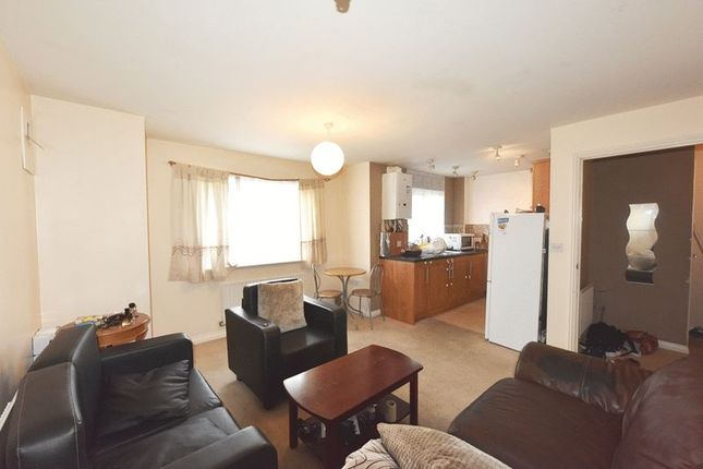 1 bed flat to rent in Waterside Close, Thamesmead, London.