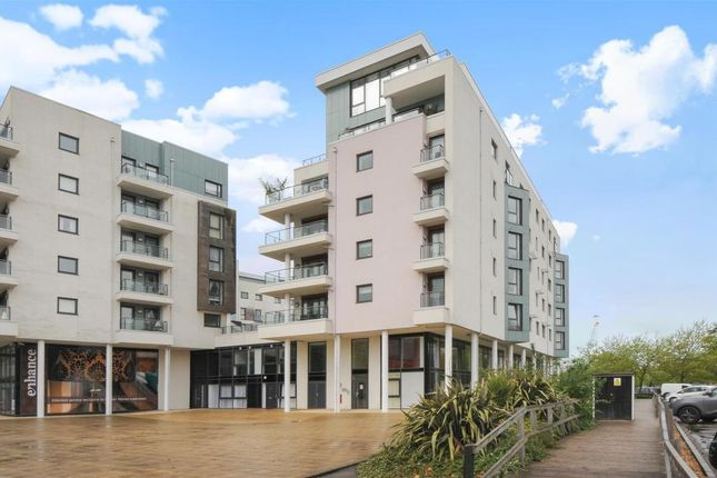 Thumbnail Flat to rent in Maritime Walk, Ocean Village, Southampton