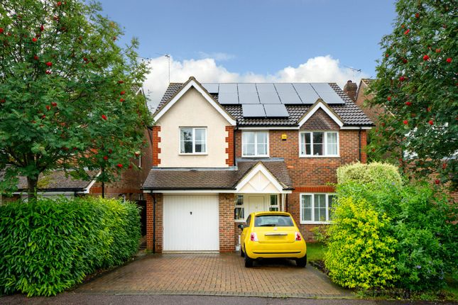 Thumbnail Detached house for sale in Bishops Field, Aston Clinton, Aylesbury