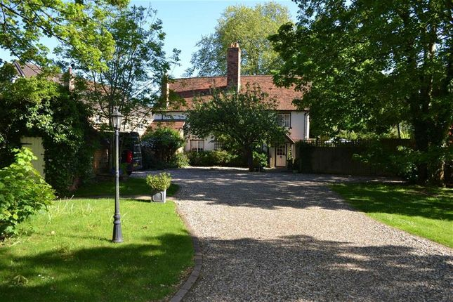 Thumbnail Detached house for sale in London Road, Newbury, Berkshire