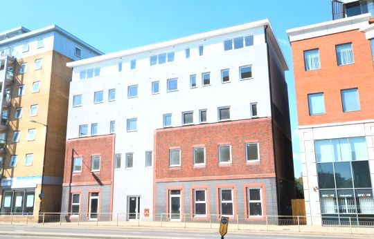 Thumbnail Flat to rent in Slough High Street, Slough