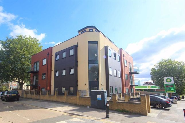 1 bed flat to rent in Beech Oak Court, Snakes Lane East, Woodford Green IG8