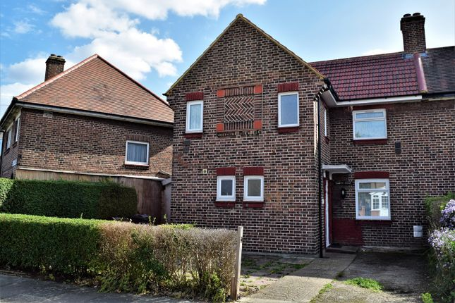 Thumbnail Semi-detached house to rent in Queenswood Avenue, Hounslow