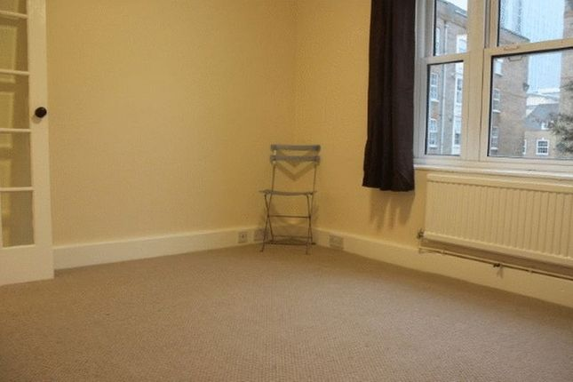 3 bed flat to rent in Old Castle Street, London