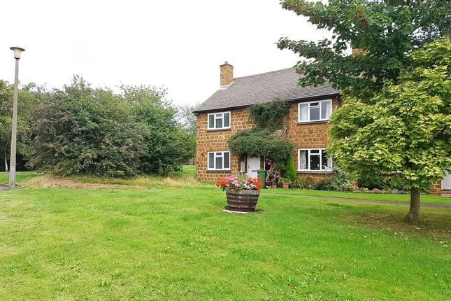 2 bed property for sale in The Green, Radway, Warwick