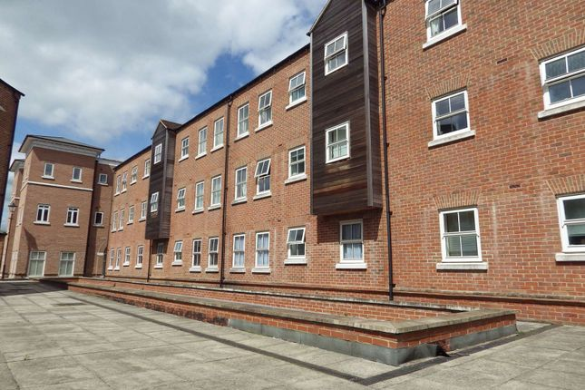 2 bed flat to rent in Nymet Court, Aylesbury, Buckinghamshire