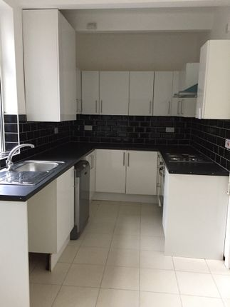 5 bed terraced house to rent in Northfield Road, Coventry