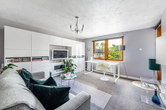Thumbnail Flat for sale in Shapland Way, London