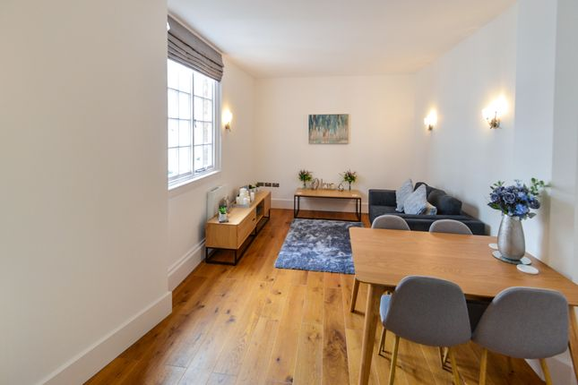Living Room of South Parade, Nottingham NG1