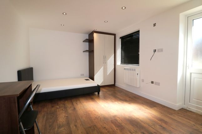Studio to rent in Fenlake Road, Shortstown, Bedford MK42