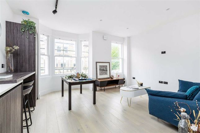 1 bed terraced house for sale in Sangora Road, Wandsworth, London SW11