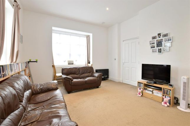 Thumbnail Flat for sale in Baltic Road, Tonbridge, Kent