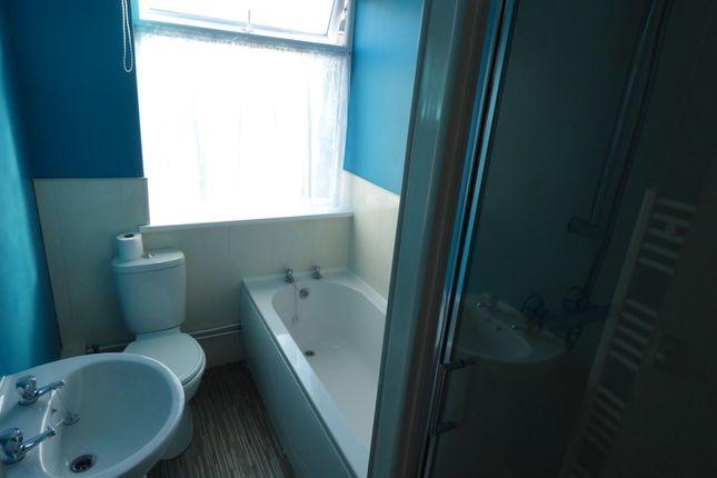 Bathroom  of Abbey Drive East, Grimsby DN32
