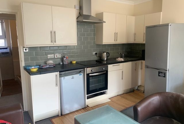 4 bed flat to rent in Pinchin Street, Aldgate E1