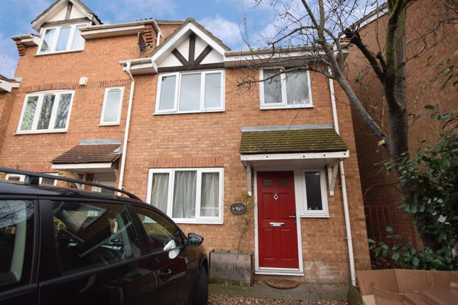 3 bed property for sale in Heathfield Drive, Mitcham