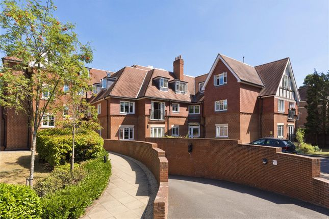 Thumbnail Flat to rent in Cleve Place, Bridgewater Road, Weybridge, Surrey