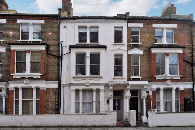 Flat to rent in Glengall Road, Kilburn