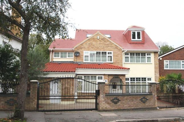 Thumbnail Property to rent in Grove Park, London