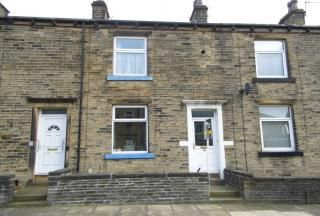 Thumbnail Terraced house to rent in Woodside View, Halifax