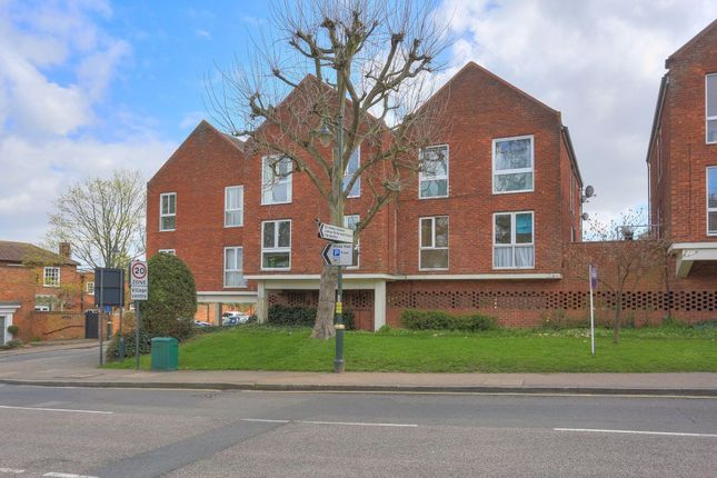 Thumbnail Flat to rent in High Street, Wheathampstead, Hertfordshire