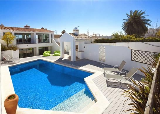 6 bed property for sale in 8600 Luz, Portugal
