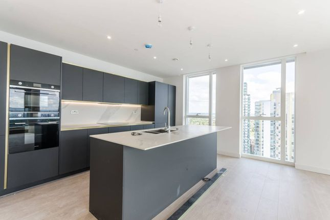 Thumbnail Flat for sale in Woodberry Down, Manor House