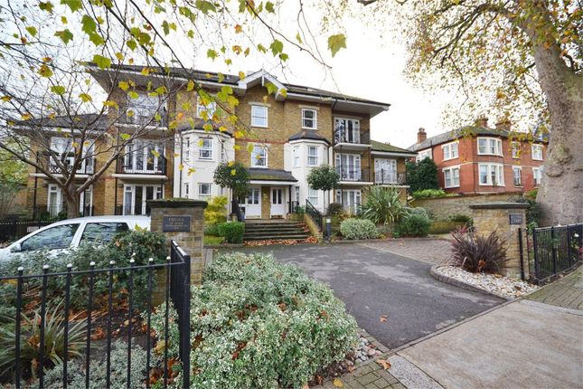 1 bed flat to rent in Clevedon Road, Twickenham