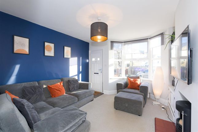 2 bed property for sale in Earlswood Road, Redhill RH1