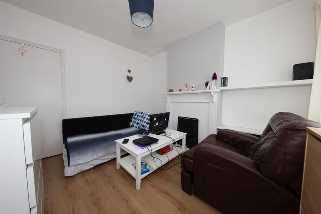 Living Room of Stanley Street, Luton, Bedfordshire LU1