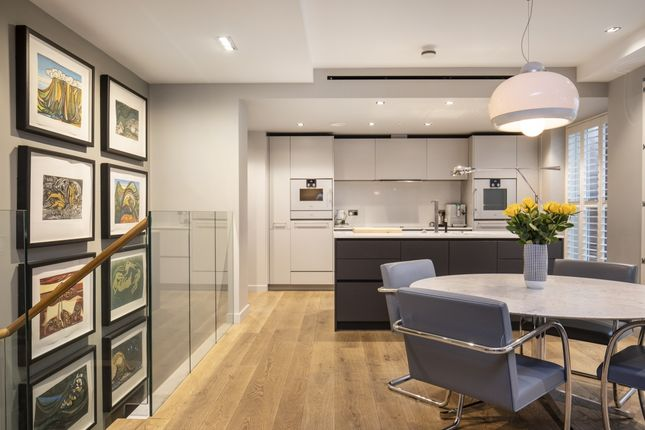 Thumbnail Flat for sale in Essex Street, London