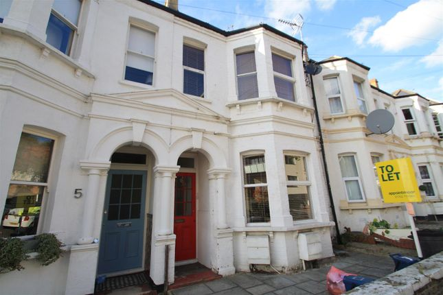 2 bed flat to rent in Lydford Road, Westcliff-On-Sea SS0