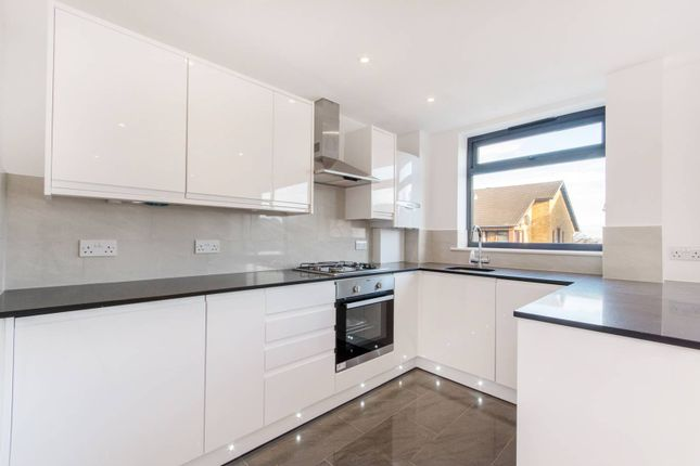 Thumbnail Flat for sale in Barclay Court, Penge