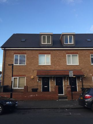 Thumbnail Flat for sale in Bynes Road, South Croydon