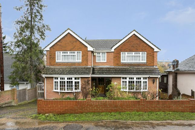 Thumbnail Detached house for sale in College Avenue, Maidstone