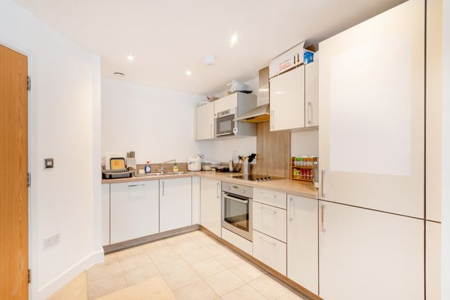 2 bed flat to rent in Surrey Quays Road, London SE16