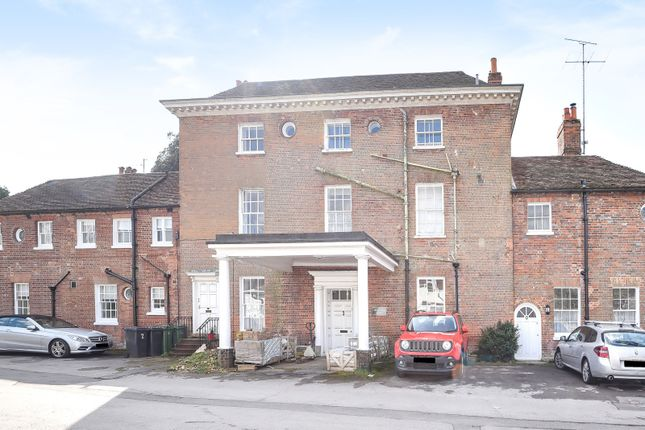 Thumbnail Flat to rent in Mill Lane, Calcot, Reading