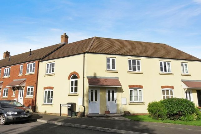 2 bed flat to rent in Walnut Place, Ilminster