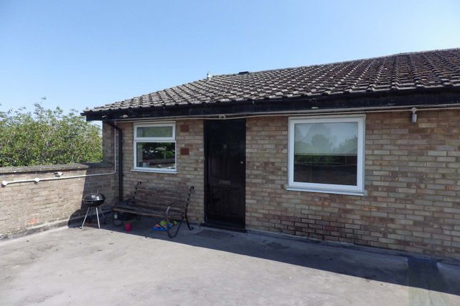 Thumbnail Flat to rent in Burwell Drive, Witney, Oxfordshire
