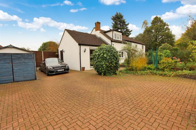 Thumbnail Detached house for sale in The White Cottage, Leverstock Green Road, Leverstock Green, Hertfordshire