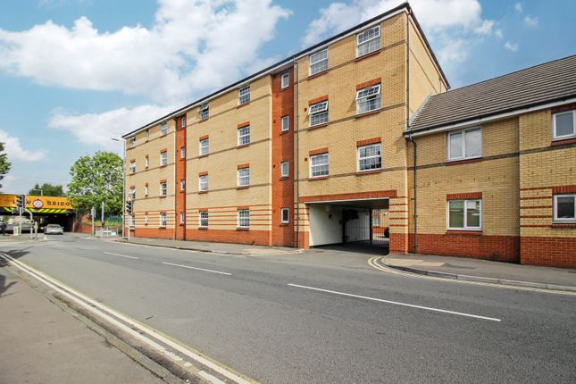 1 bed flat to rent in Corporation Street, Town Centre, Swindon SN1