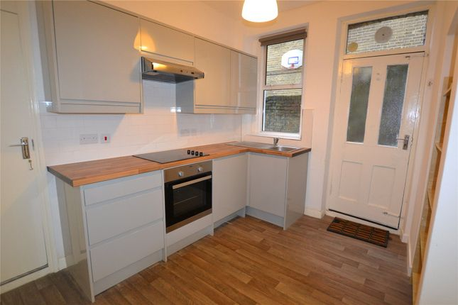Thumbnail Flat to rent in Dresden Road, Archway, London