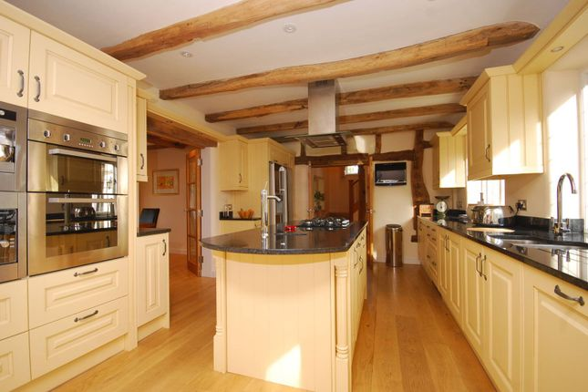 Thumbnail Cottage to rent in Gravelpits Lane, Gomshall
