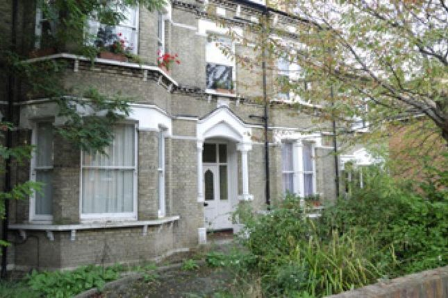 Thumbnail Flat to rent in Victoria Crescent, London