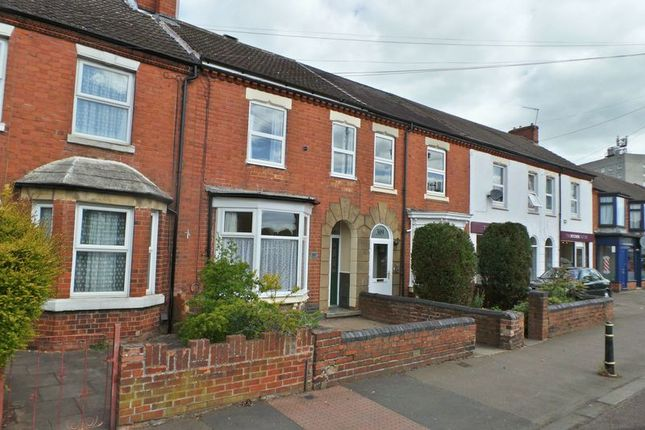 Thumbnail Terraced house to rent in Clifton Road, Rugby