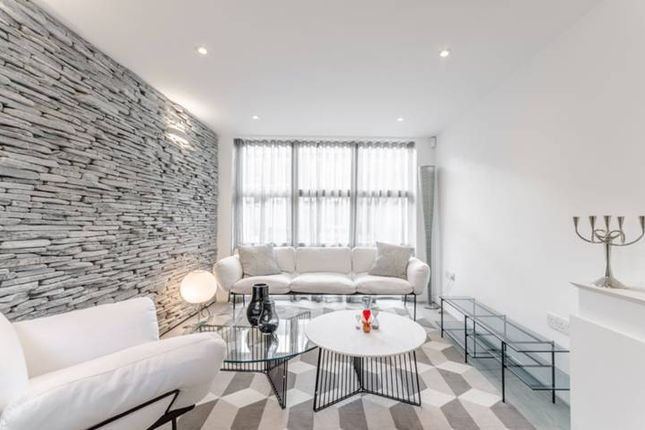 Thumbnail Terraced house to rent in St Pauls Street, Islington