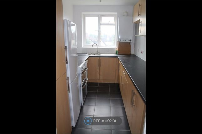 2 bed flat to rent in Stanley Way, Orpington BR5