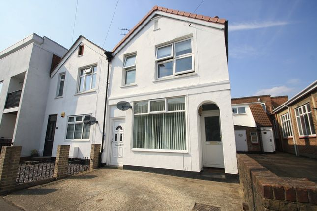 2 bed flat to rent in Glendale Gardens, Leigh-On-Sea, Essex SS9